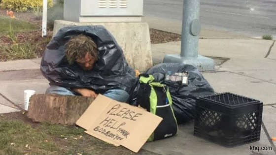 These People Are Richest By Heart - See Viral Pics Of Helping People